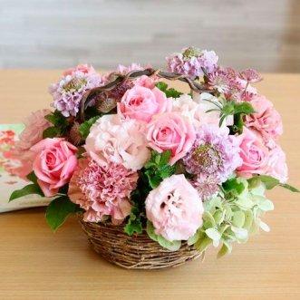 Корзина роз и эустом