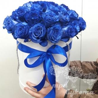 sinie-rozy-v-shlyapnoj-korobke